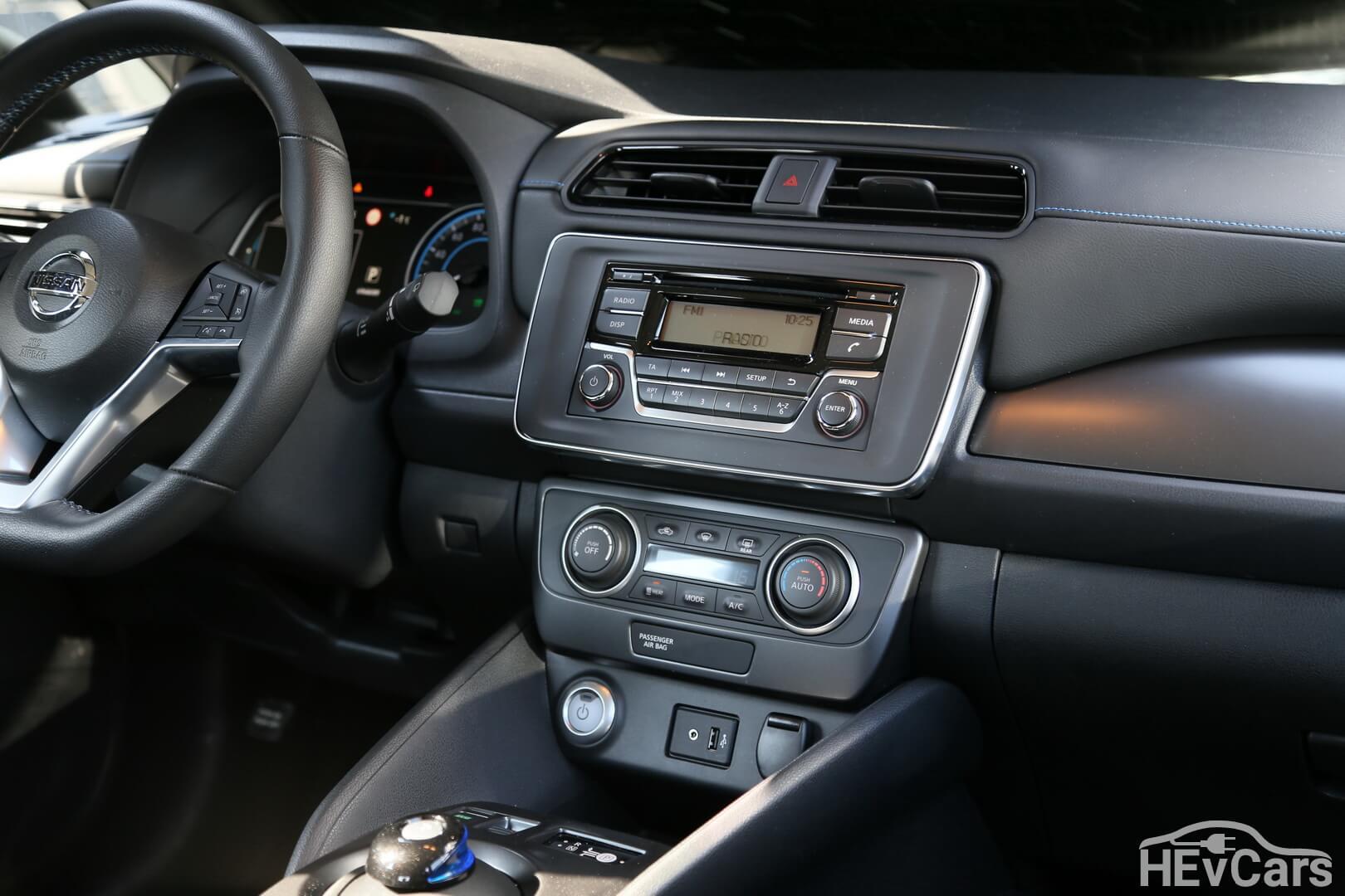 Центральная консоль Nissan Leaf второго поколения