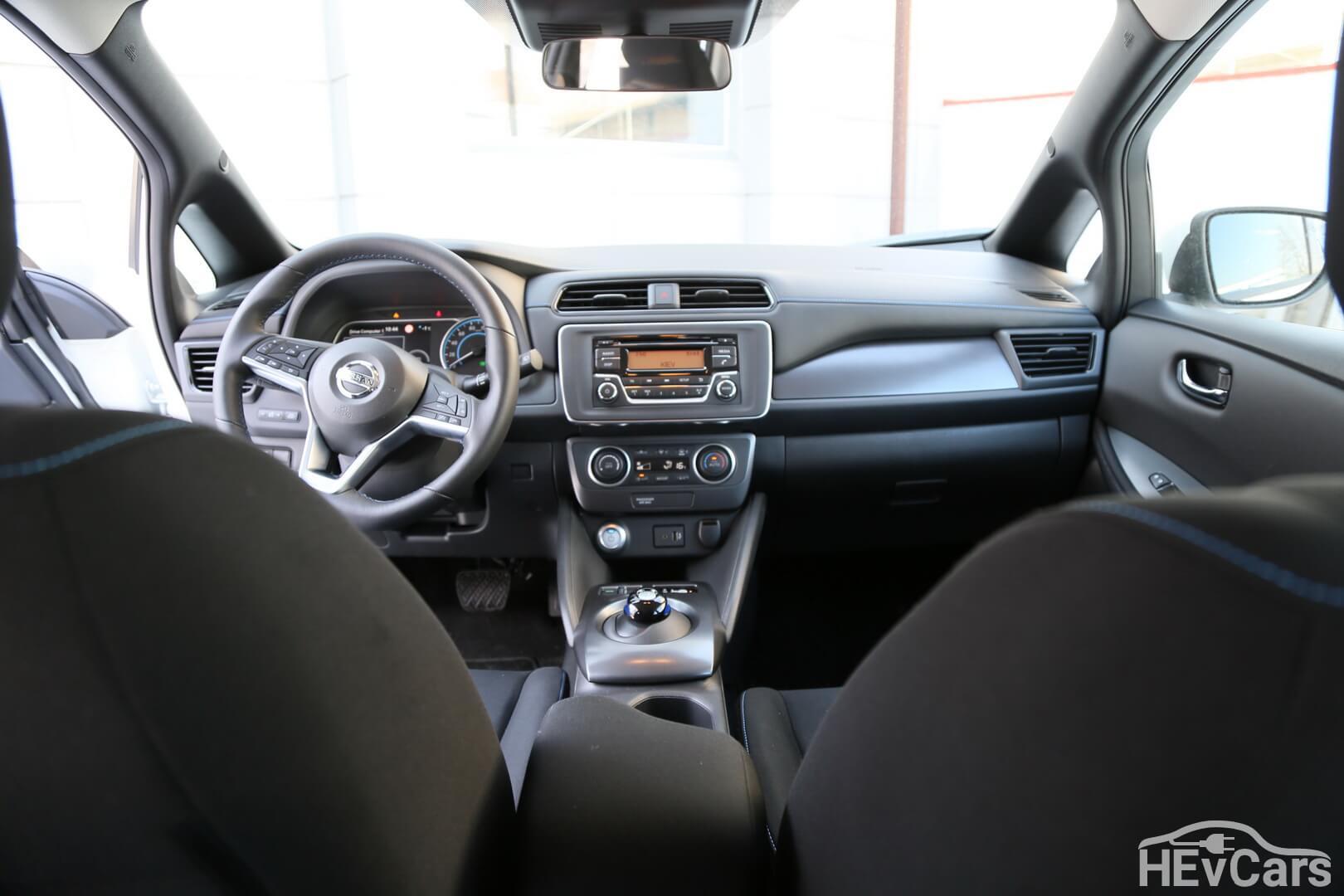 Салон Nissan Leaf второго поколения