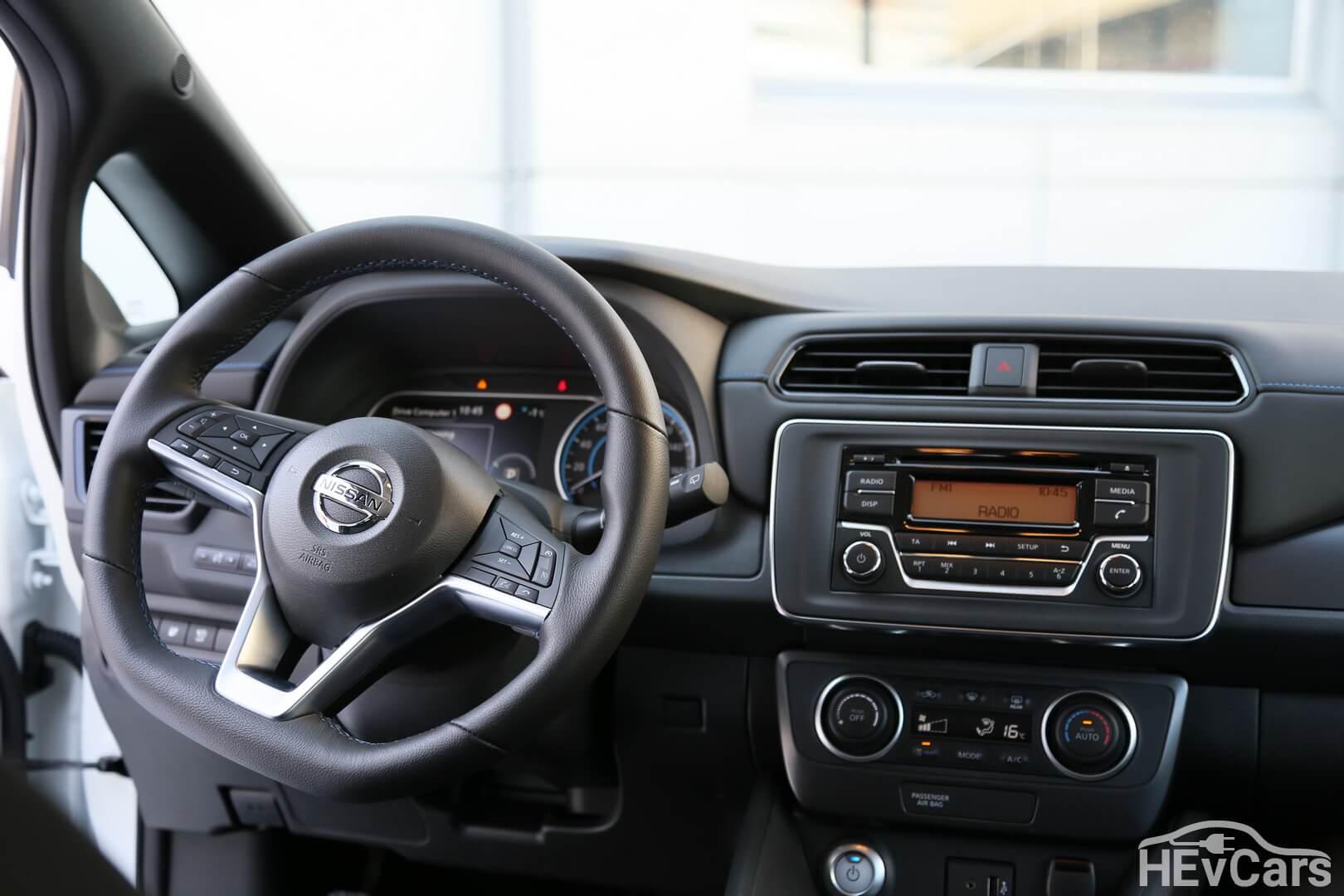 Приборная панель Nissan Leaf второго поколения