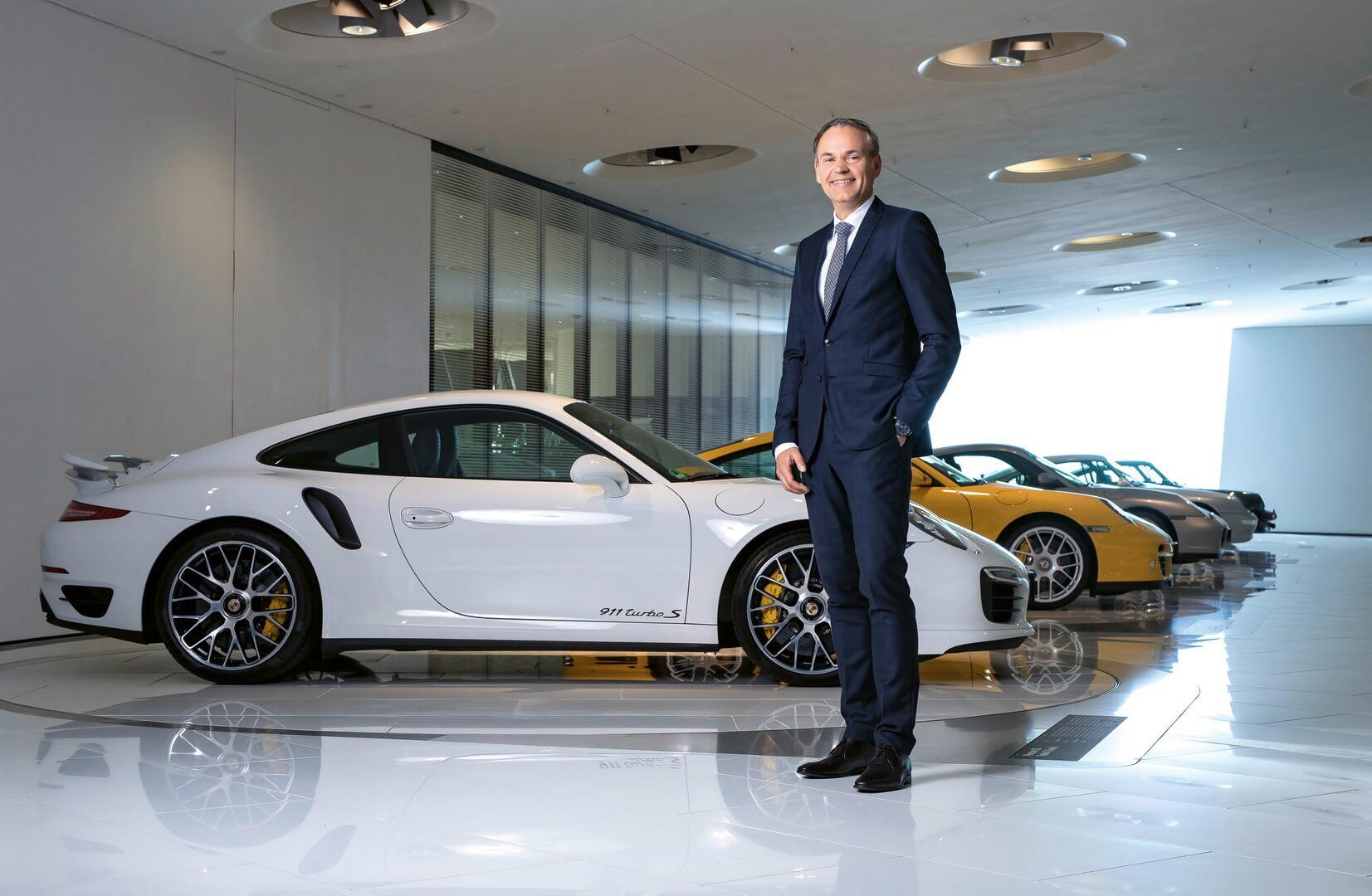 Глава Porsche Оливер Блюм не исключил электрификации модели Porsche 911