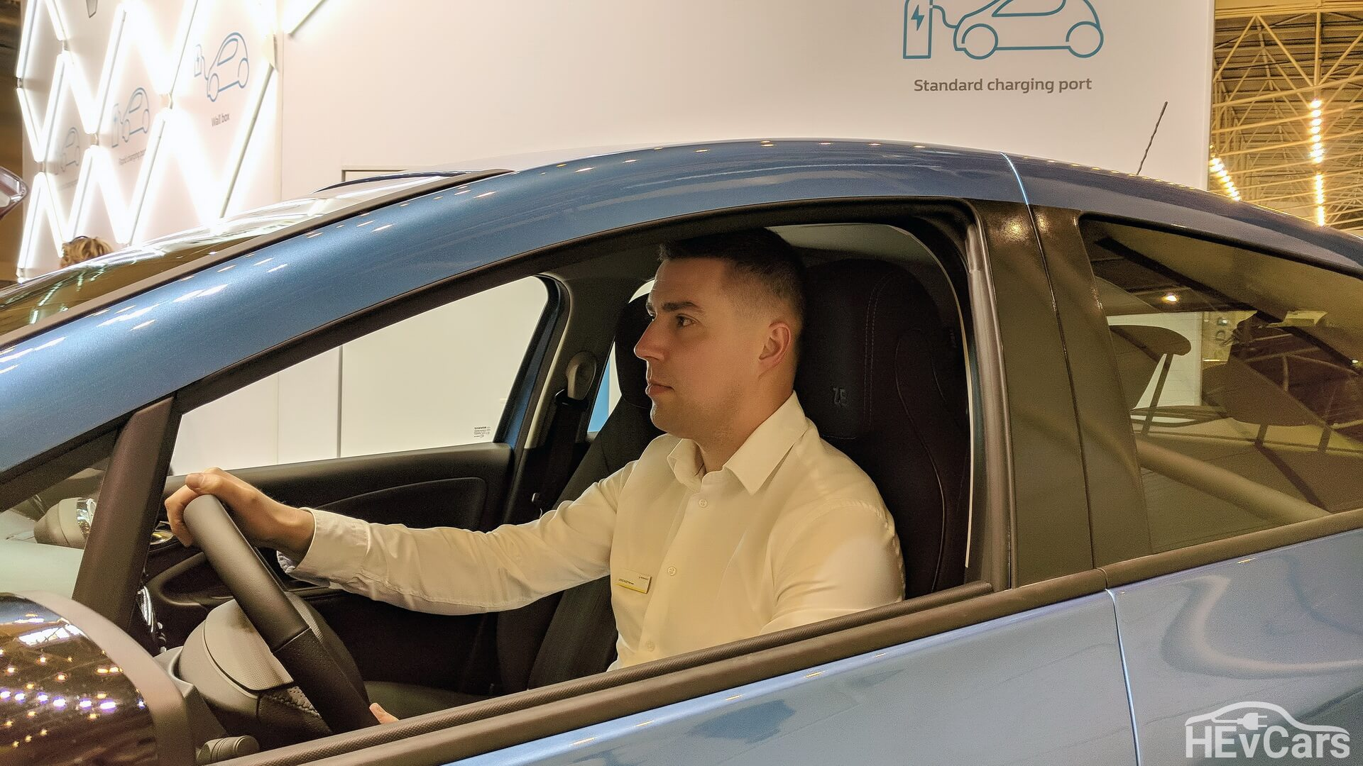 Александр Мытник, менеджер по продуктам «Renault Украина» в электромобиле Renault ZOE
