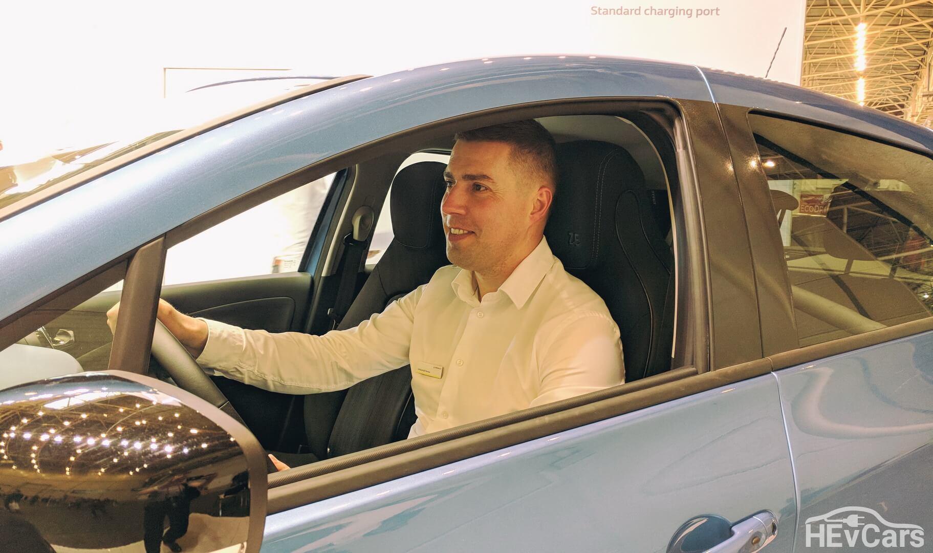 Александр Мытник, менеджер по продуктам «Renault Ukraine» в электромобиле Renault ZOE