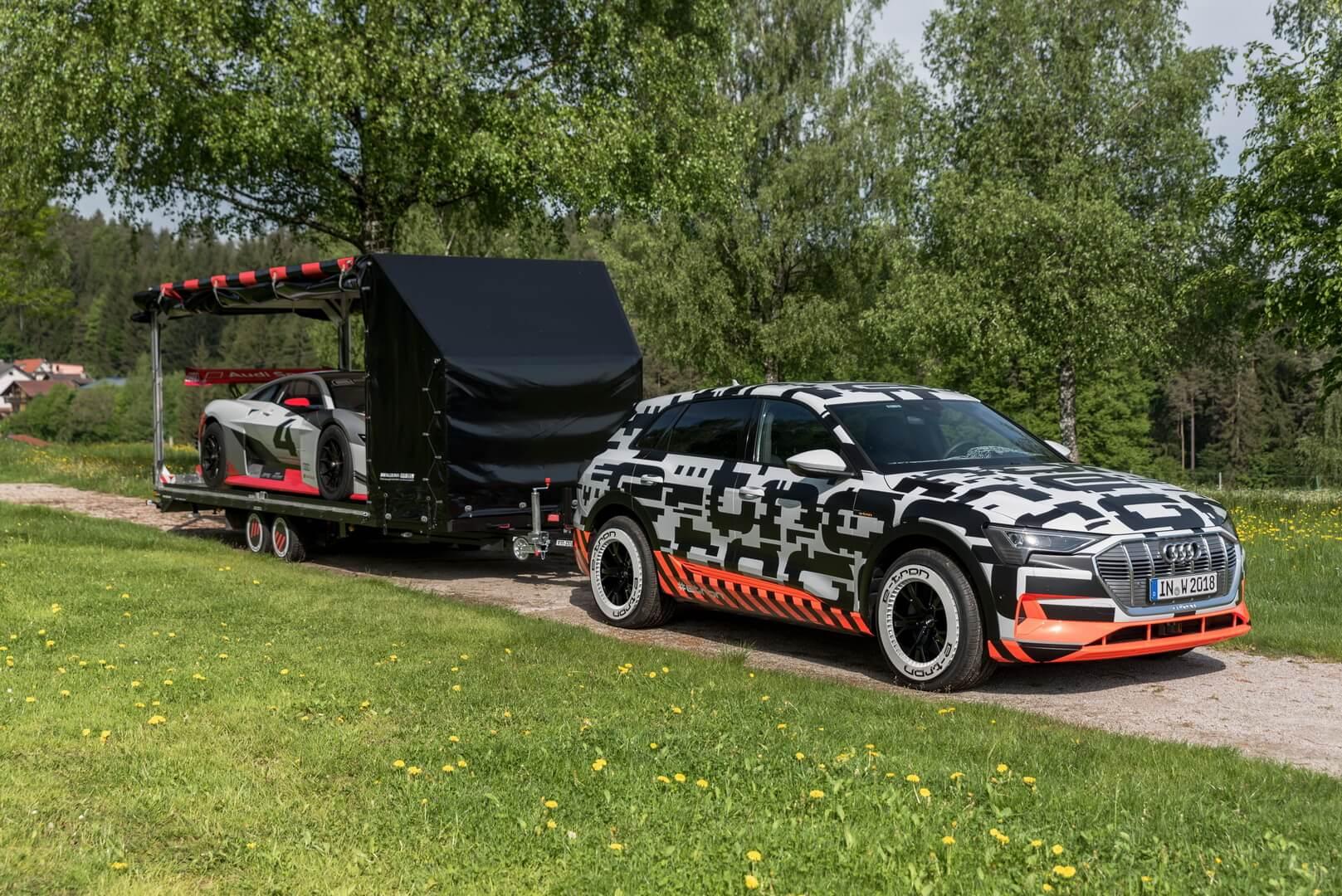 Audi e-tron quattro и e-tron Vision Gran Turismo
