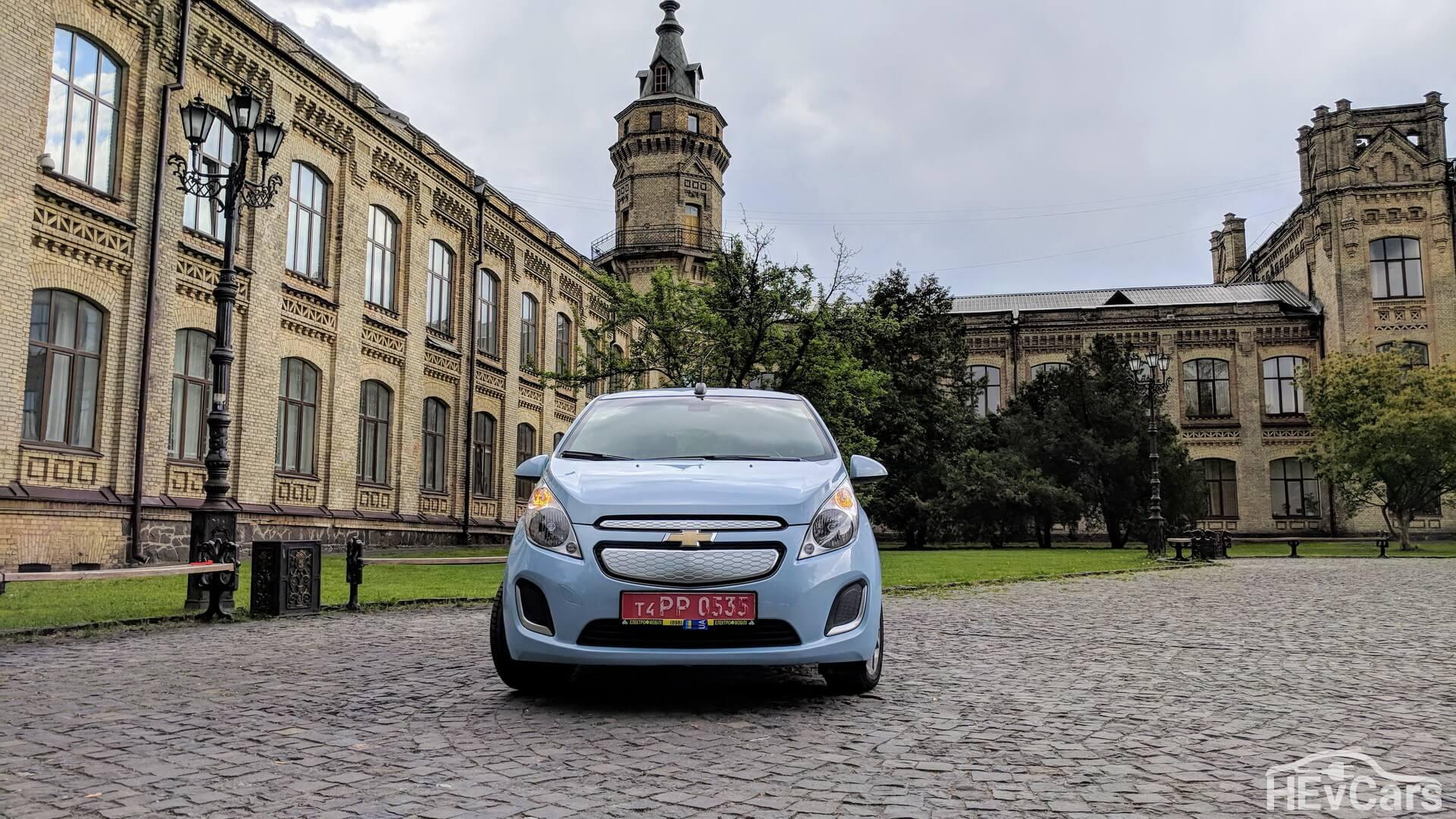 Электромобиль Chevrolet Spark EV — вид спереди