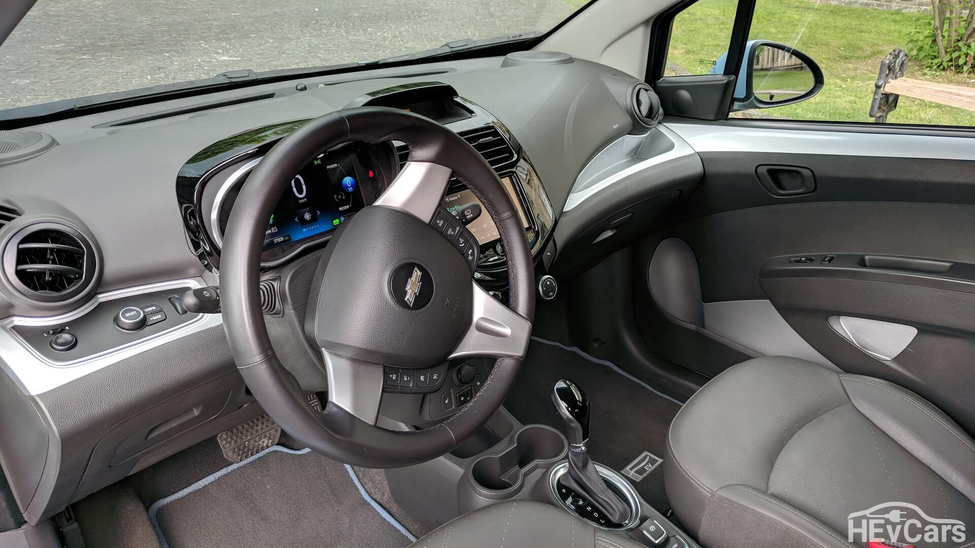 Интерьер электромобиля Chevrolet Spark EV — фото 2