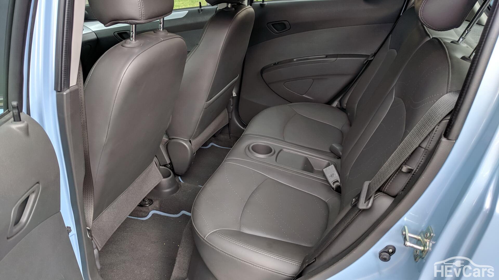 Задний ряд сидений в Chevrolet Spark EV