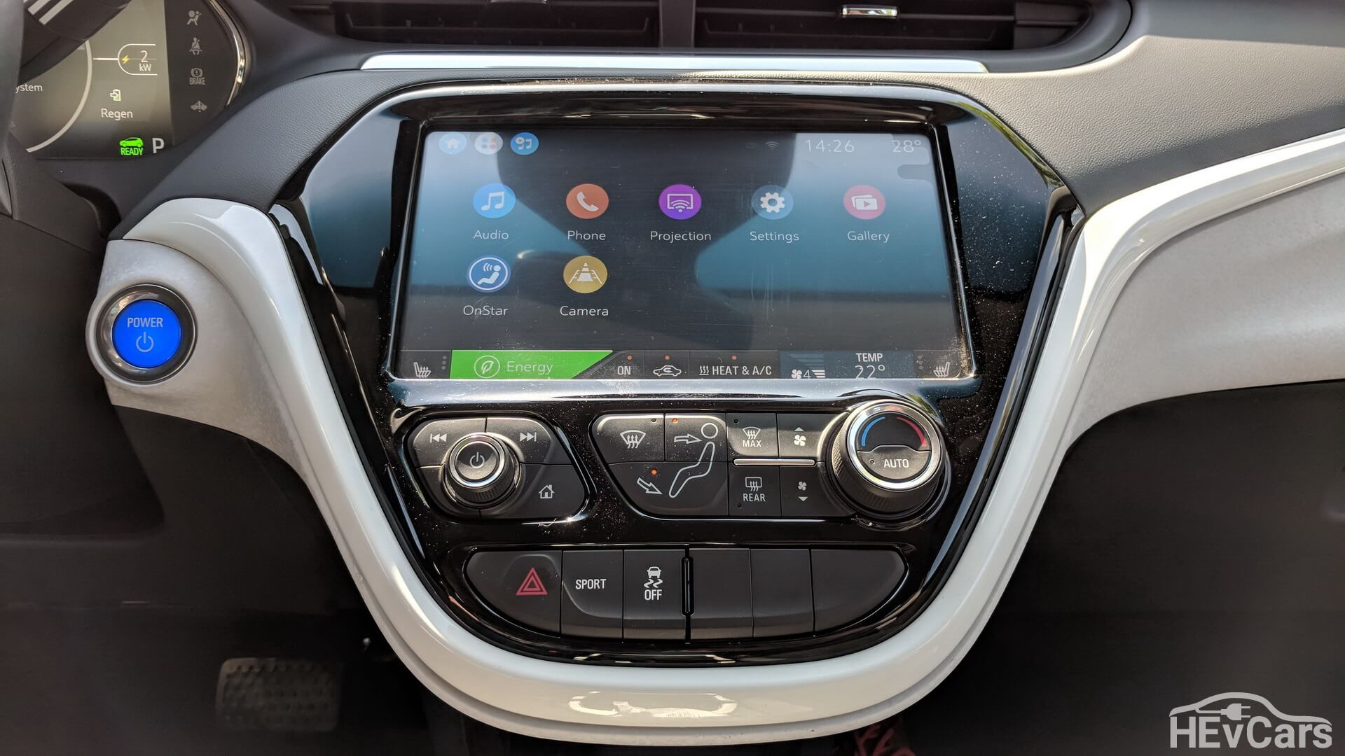 Центральная консоль электромобиля Chevrolet Bolt