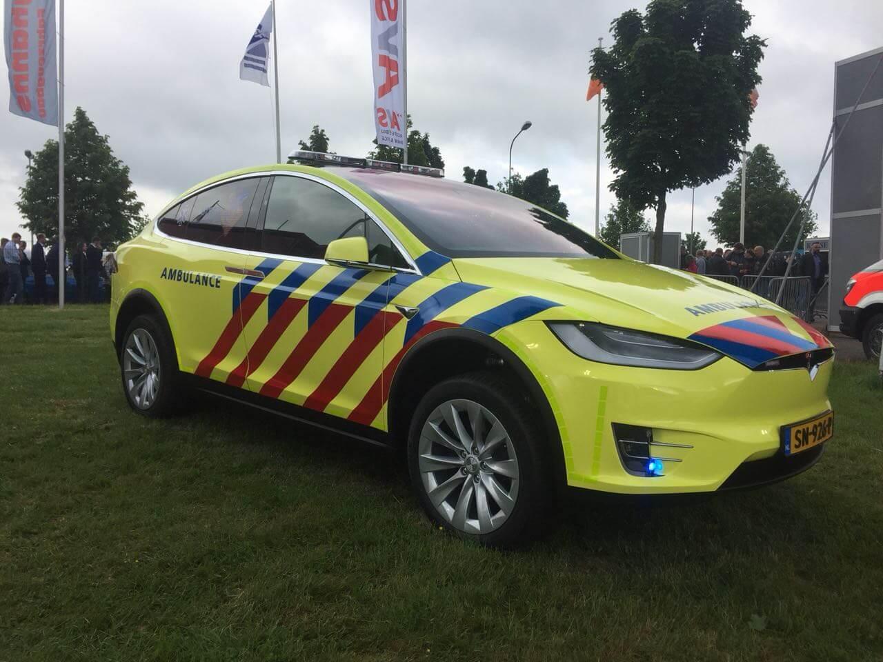 Электромобиль скорой помощи Tesla Model X