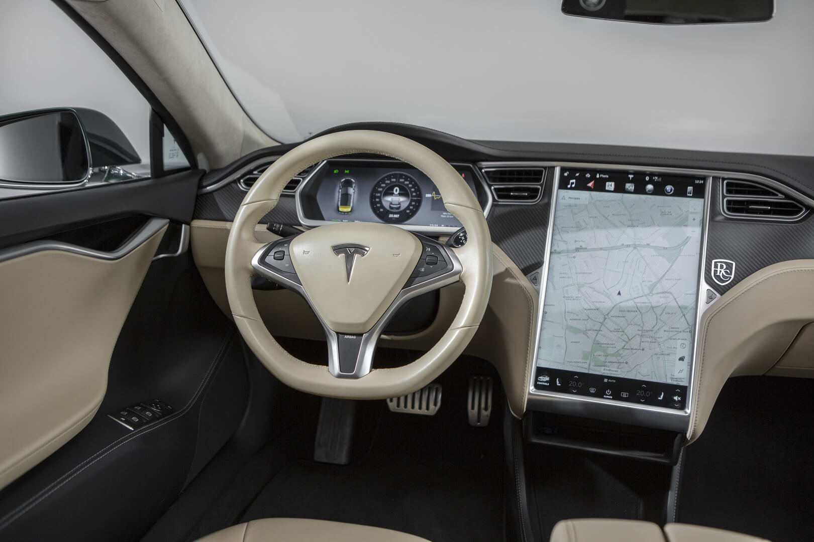 Салон универсала Tesla Model S — фото 1