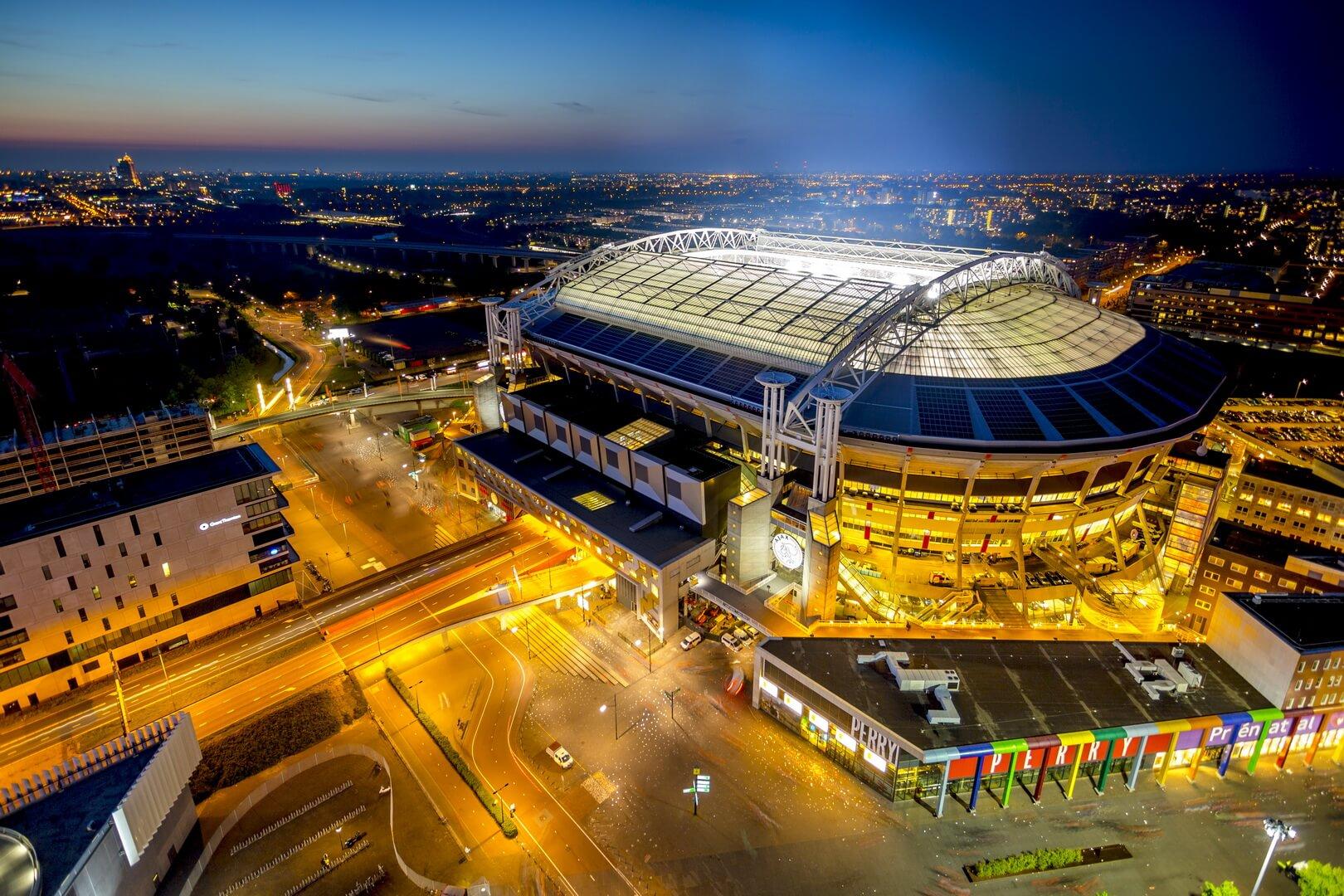 Стадион в Амстердаме запитали от аккумуляторных батарей Nissan Leaf