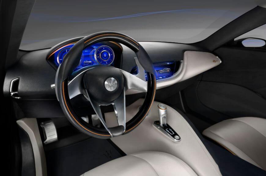 Рулевое колесо и приборная панель Maserati Alfieri