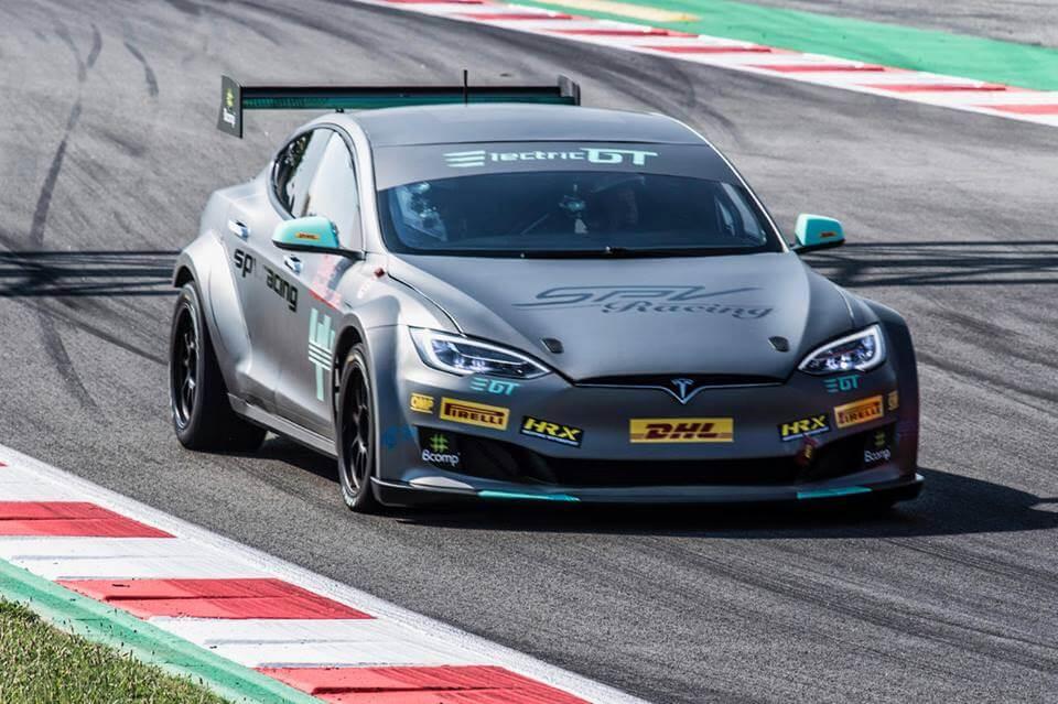 Спортивная Tesla Model S P100D для участия в гонках Electric GT