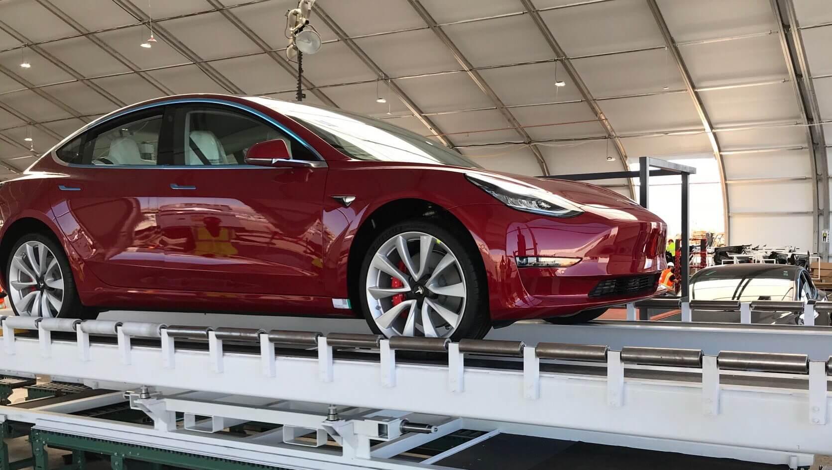 Tesla Model3 Performance, которая собирается на сборочной линии Tesla GA4