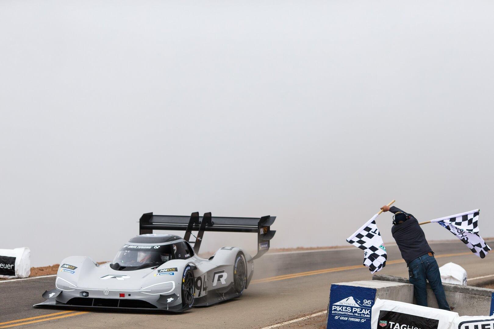Финиш электромобиля Volkswagen I.D. R Pikes Peak