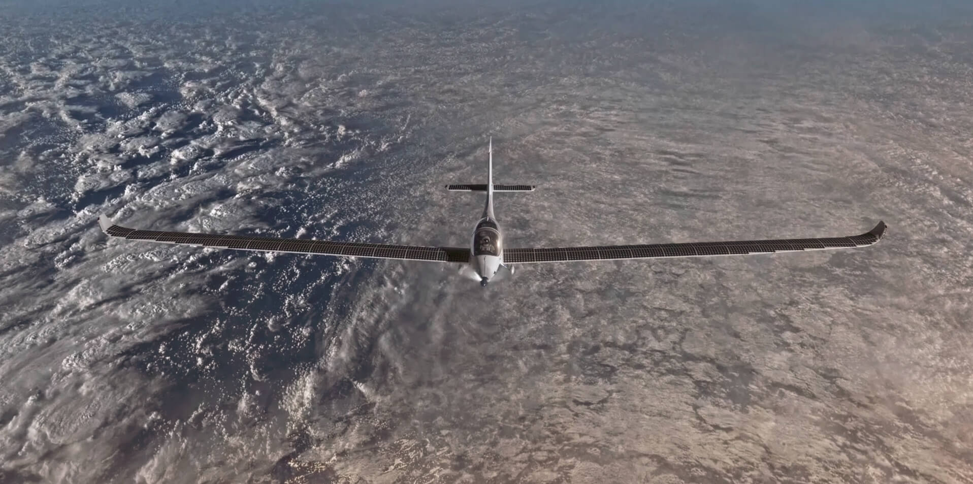 SolarStratos — первый полностью электрический самолет с солнечными панелями