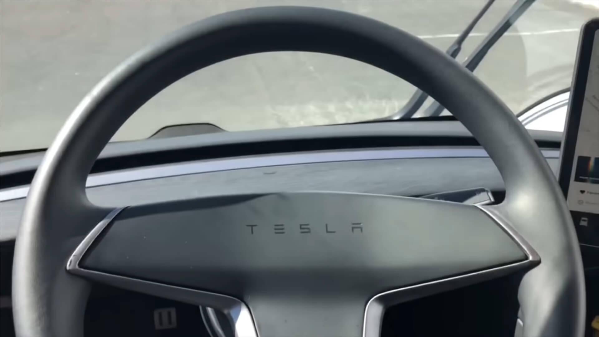 Рулевое колесо электрогрузовика Tesla Semi