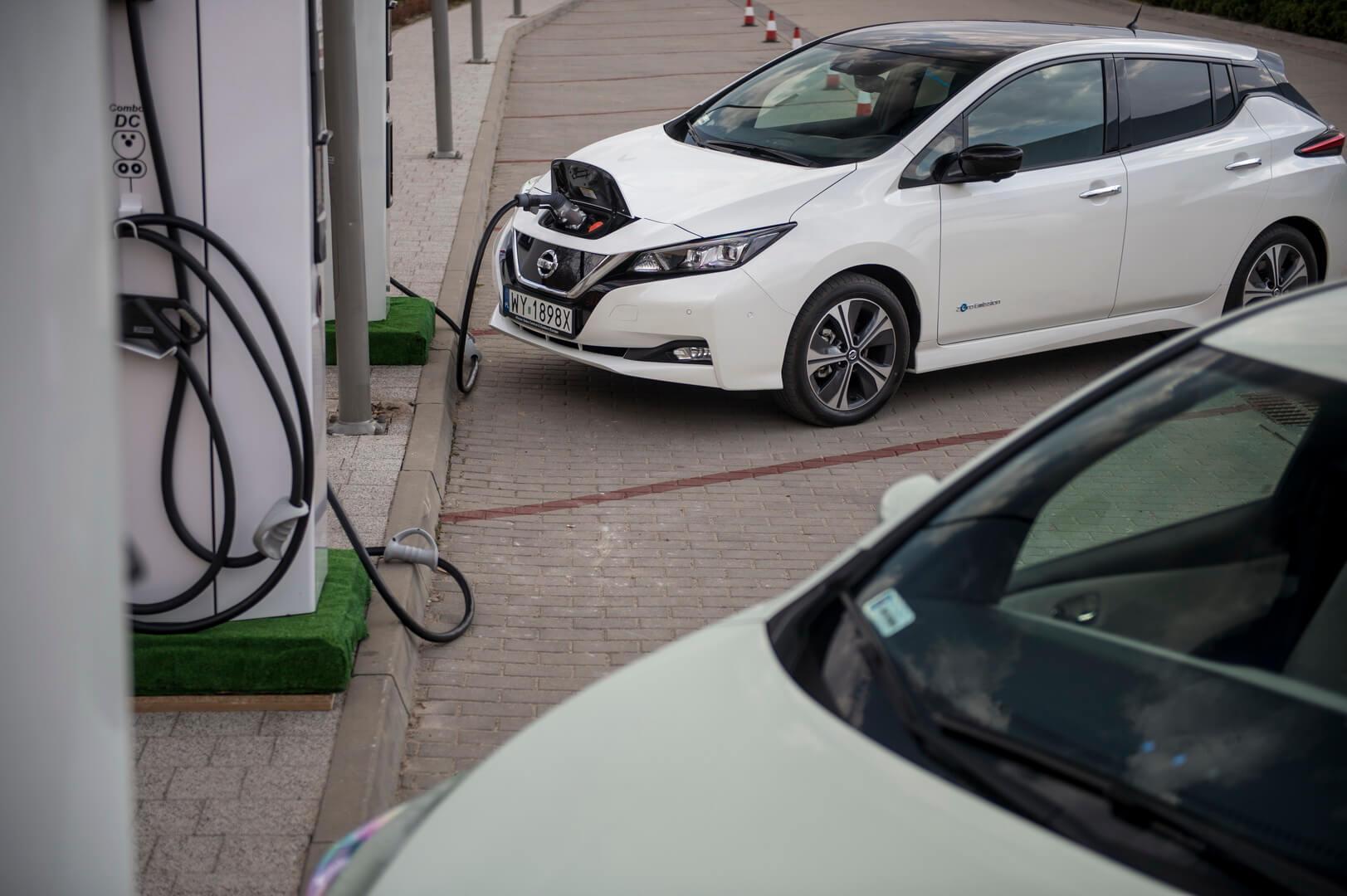 Nissan Leaf второго поколения на быстрой зарядке