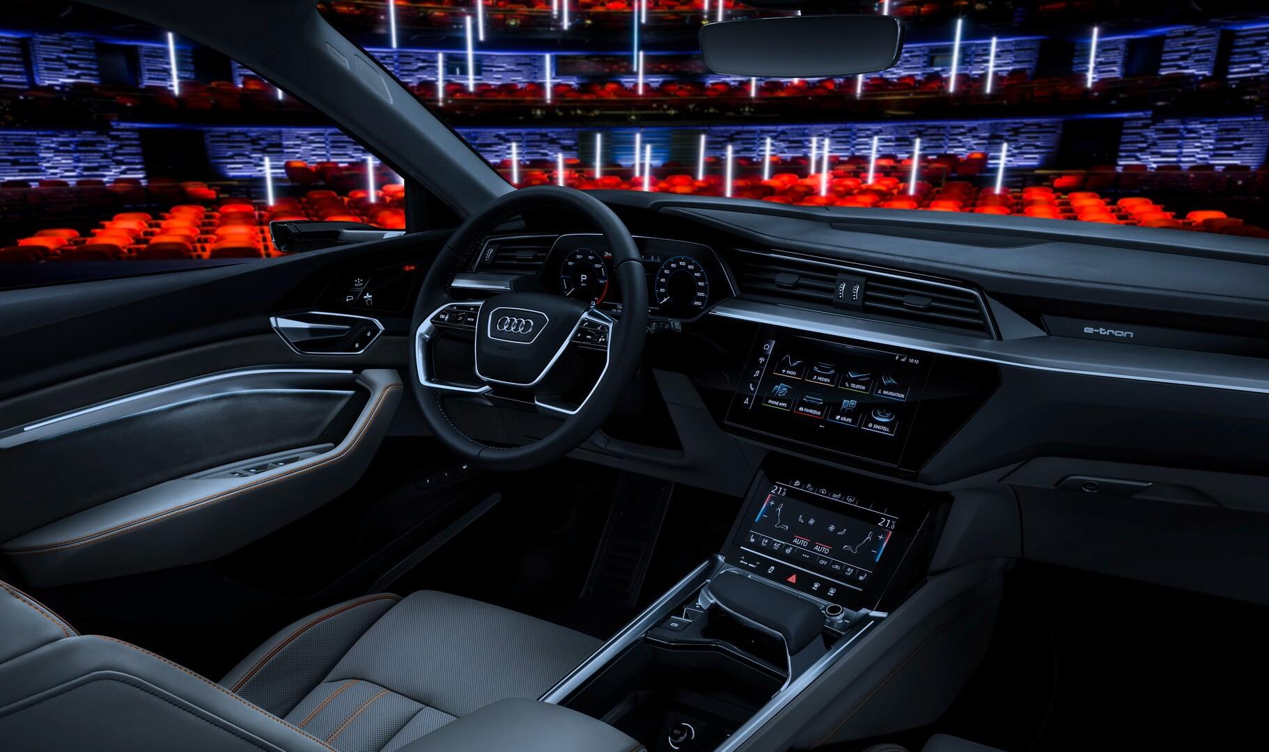Приборная панель электрокроссовера Audi e-tron quattro
