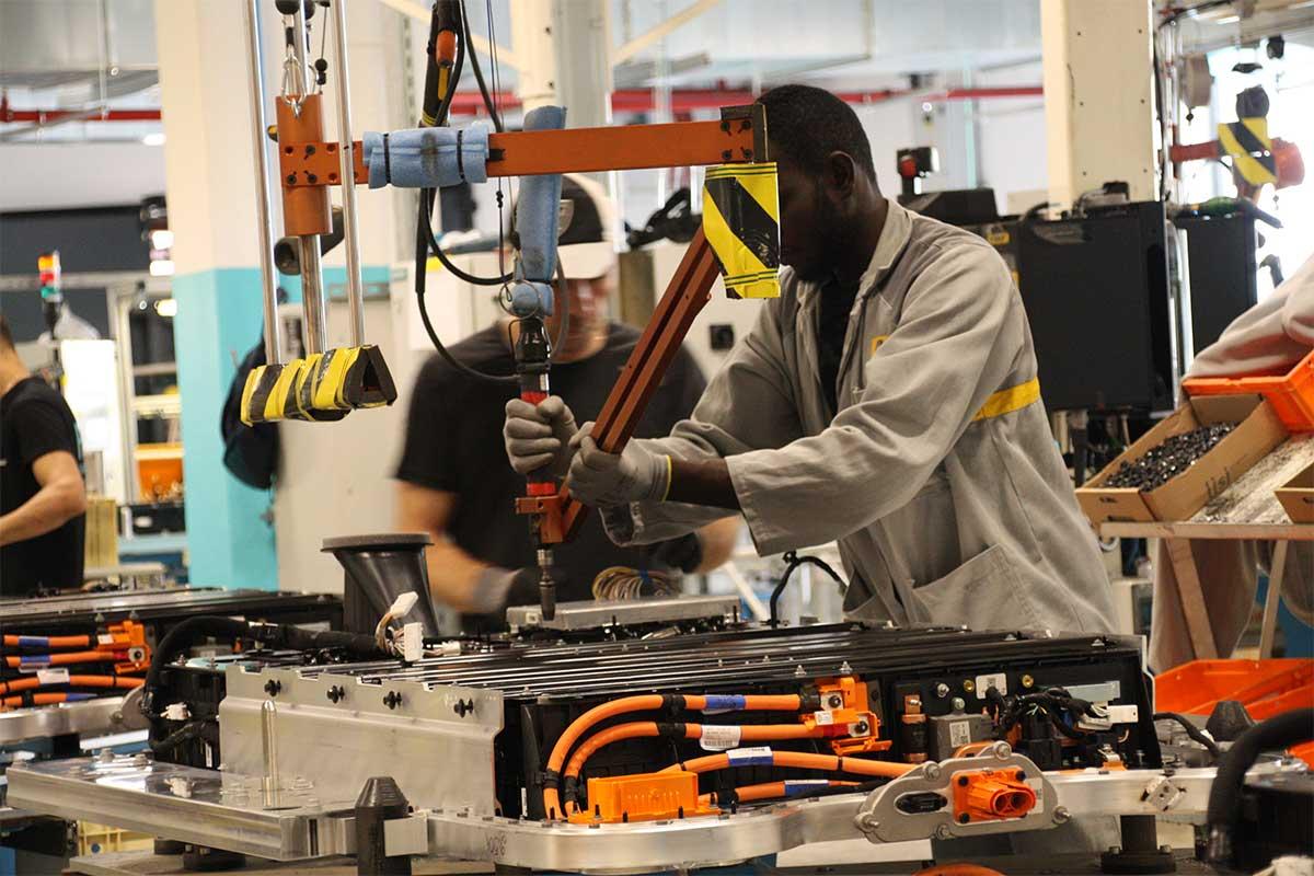 Cборка аккумуляторных батарей Renault ZOE