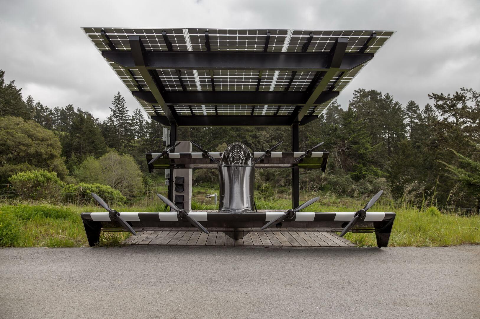 Электрический прототип самолета BlackFly на зарядке от солнечных батарей