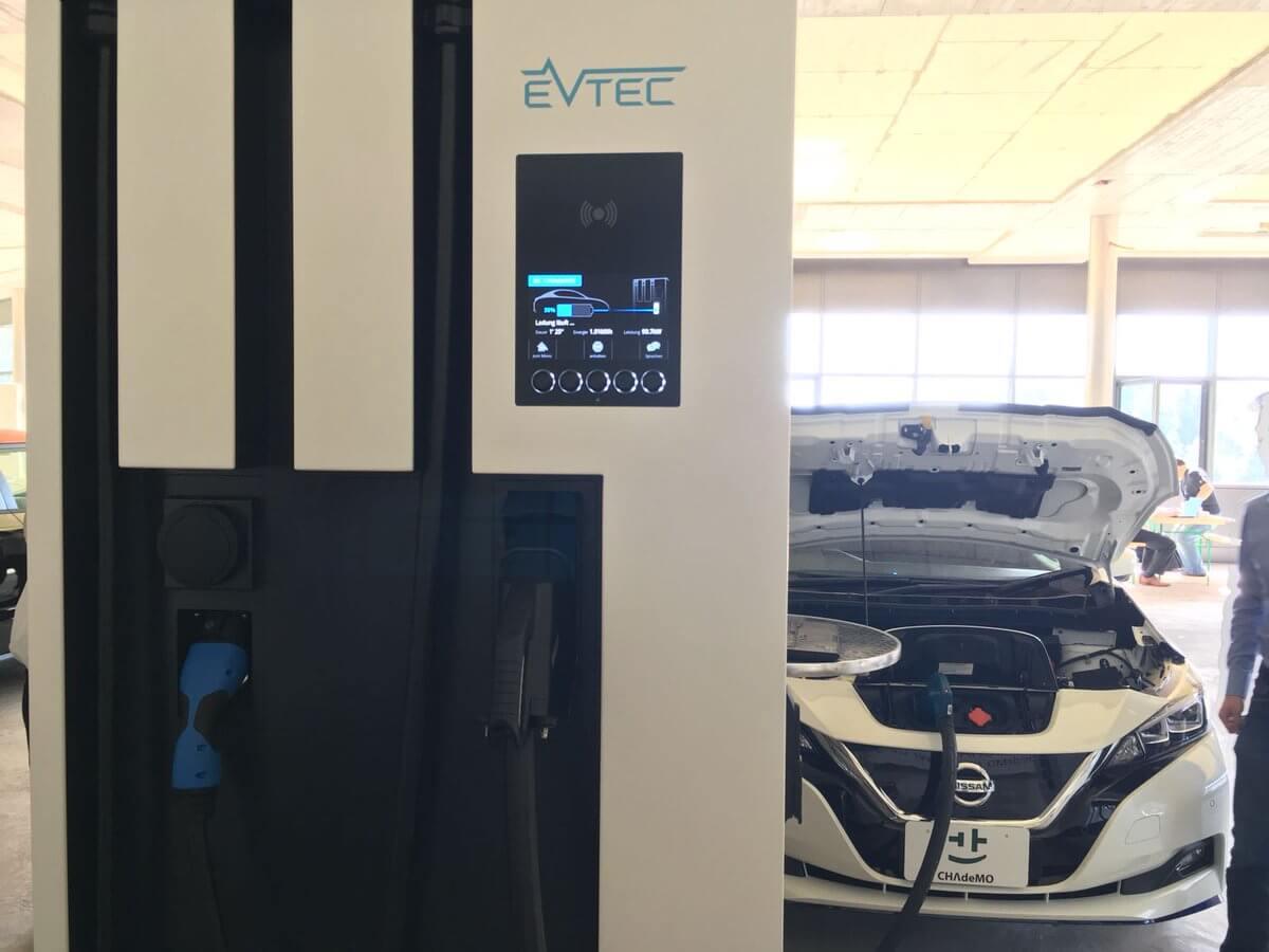 Новая версия Leaf сбатареей емкостью 60 кВт•ч на зарядке