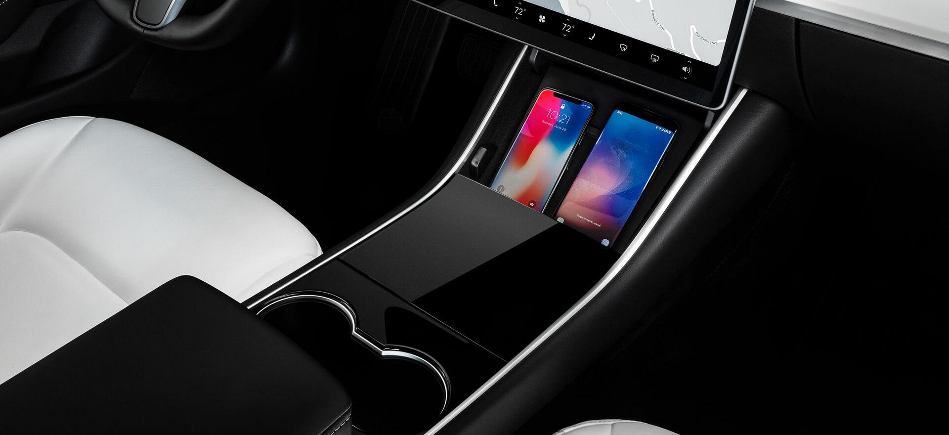 Туннель Tesla Model3 Performance с местом для зарядки смартфонов