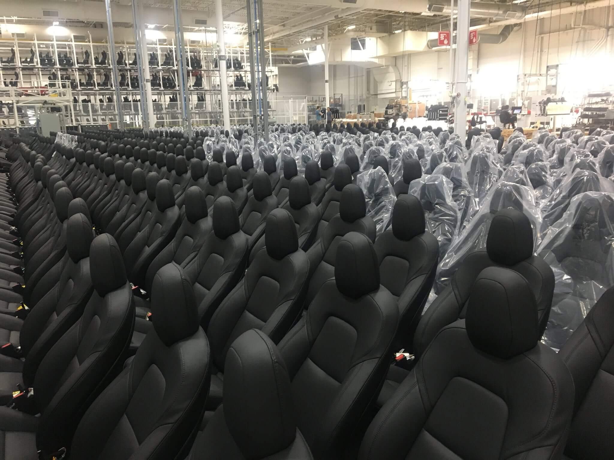 Сиденья электромобилей Tesla Model 3