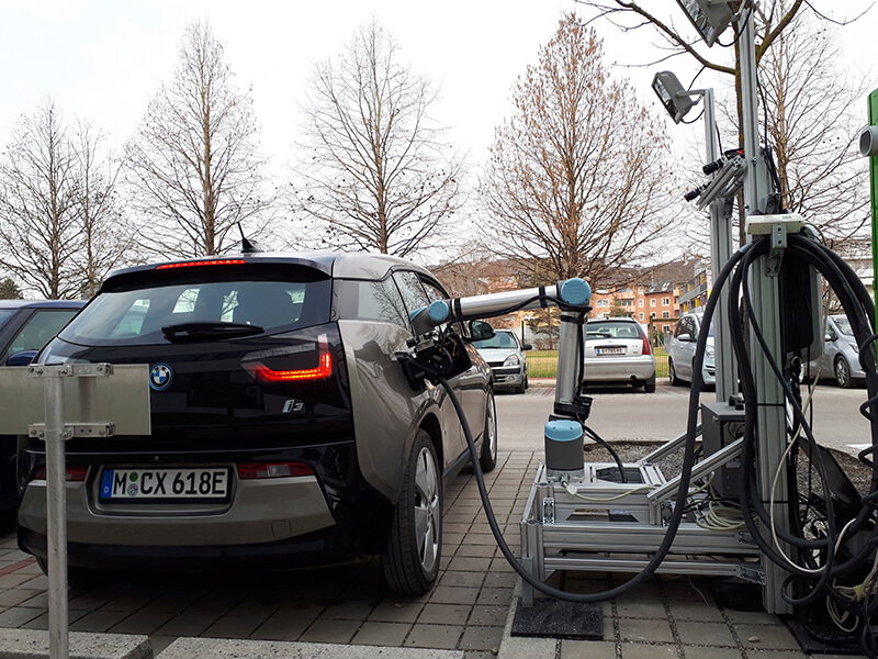 Роботизированная зарядка электромобиля BMW i3
