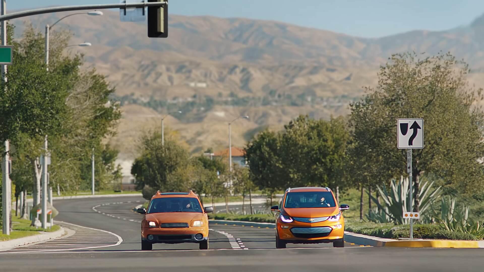 Автомобиль с ДВС и электромобиль Chevy Bolt