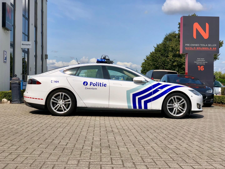 Бельгийская полиция осваивает электромобили Tesla