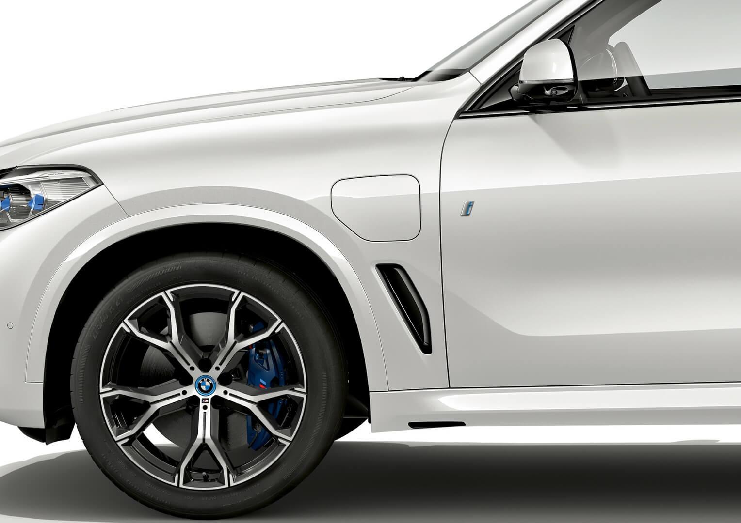 Зарядный порт плагин-гибрида BMW X5 xDrive45e