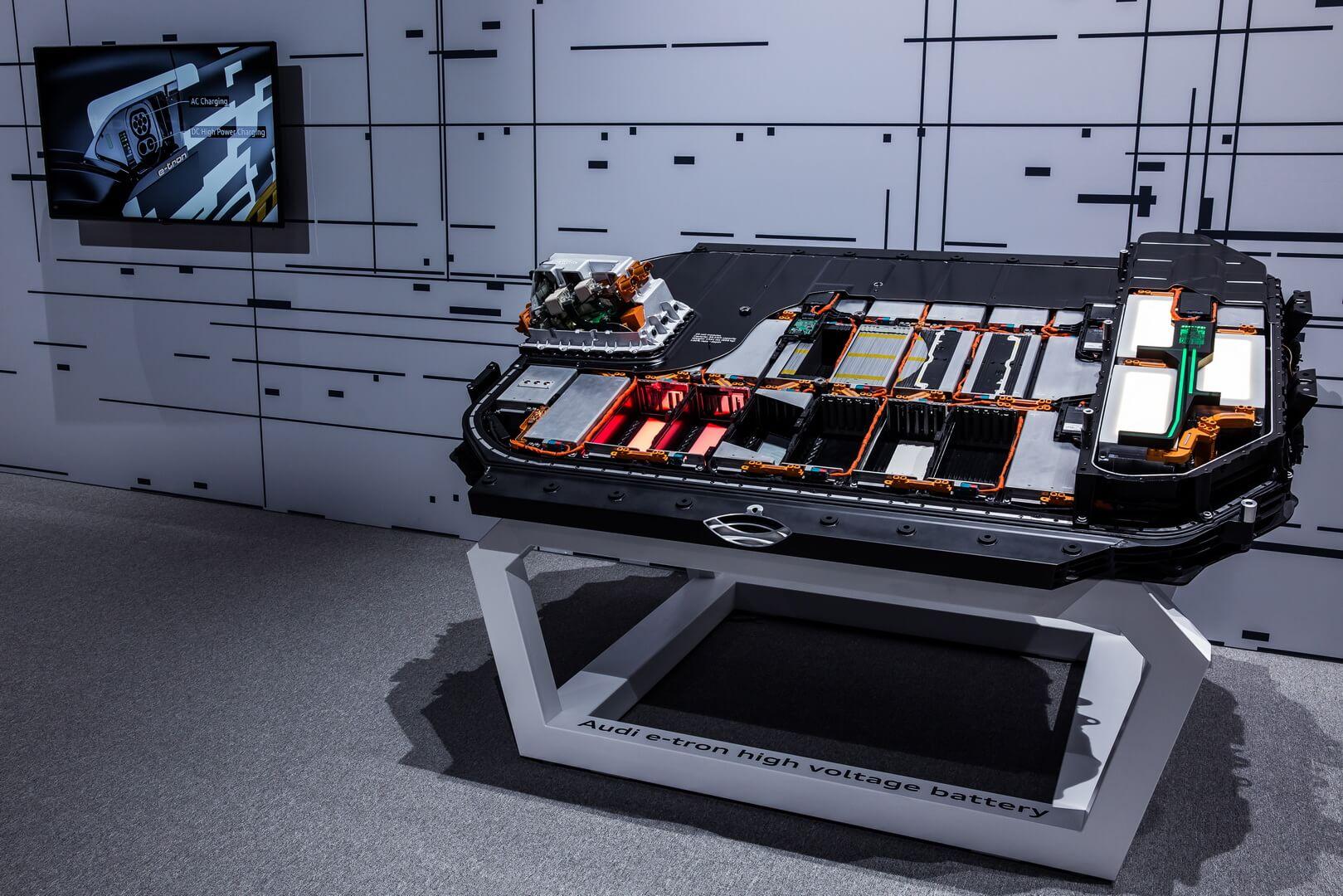 Батарея электрокроссовера Audi e-tron quattro