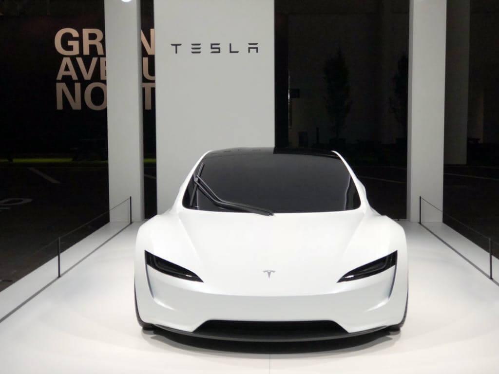 Tesla представляет вБазеле Roadster второго поколения