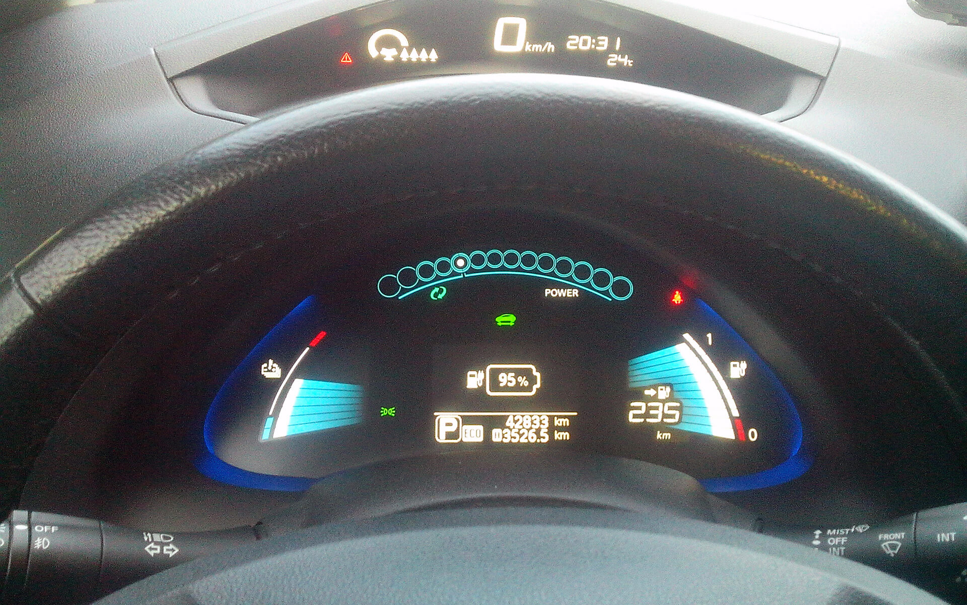 Приладова панель Nissan Leaf SL2015року