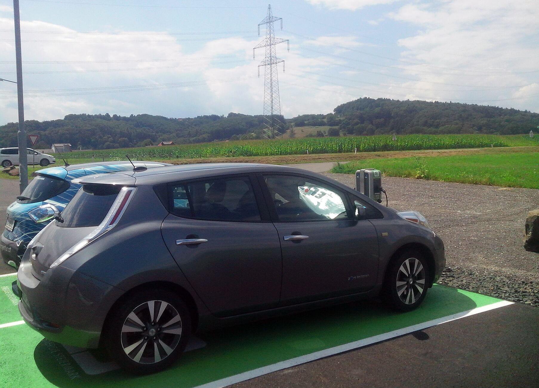 Зарядка електромобіля у Словенії