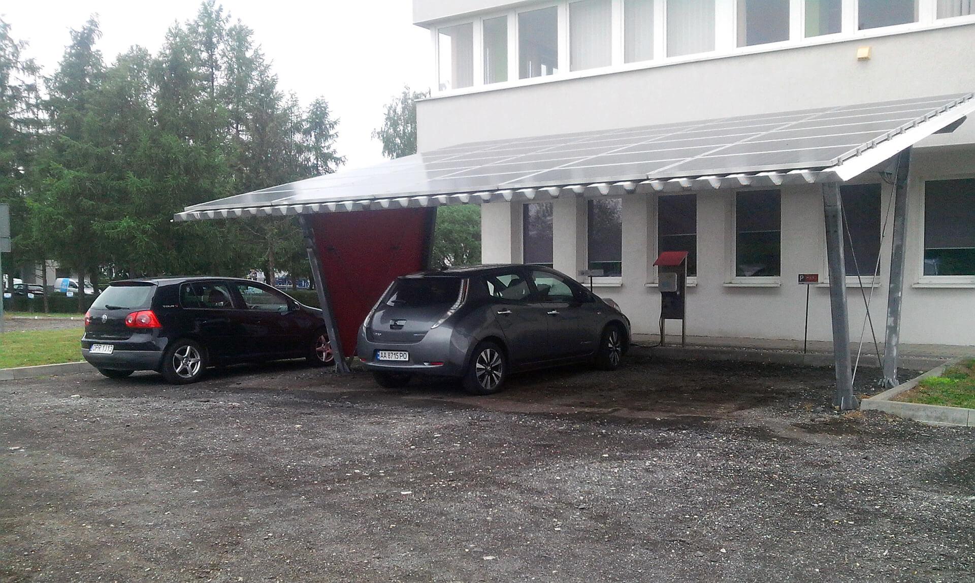 Зарядка біля Кракова з сонячними панелями