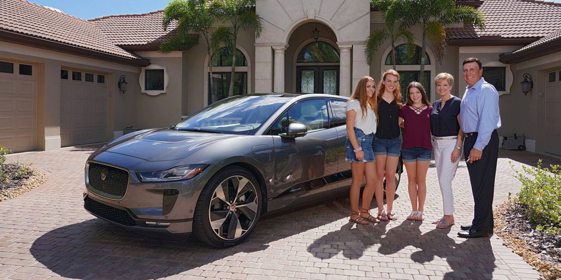 Первые обладатели электромобиля Jaguar I-Pace вСША