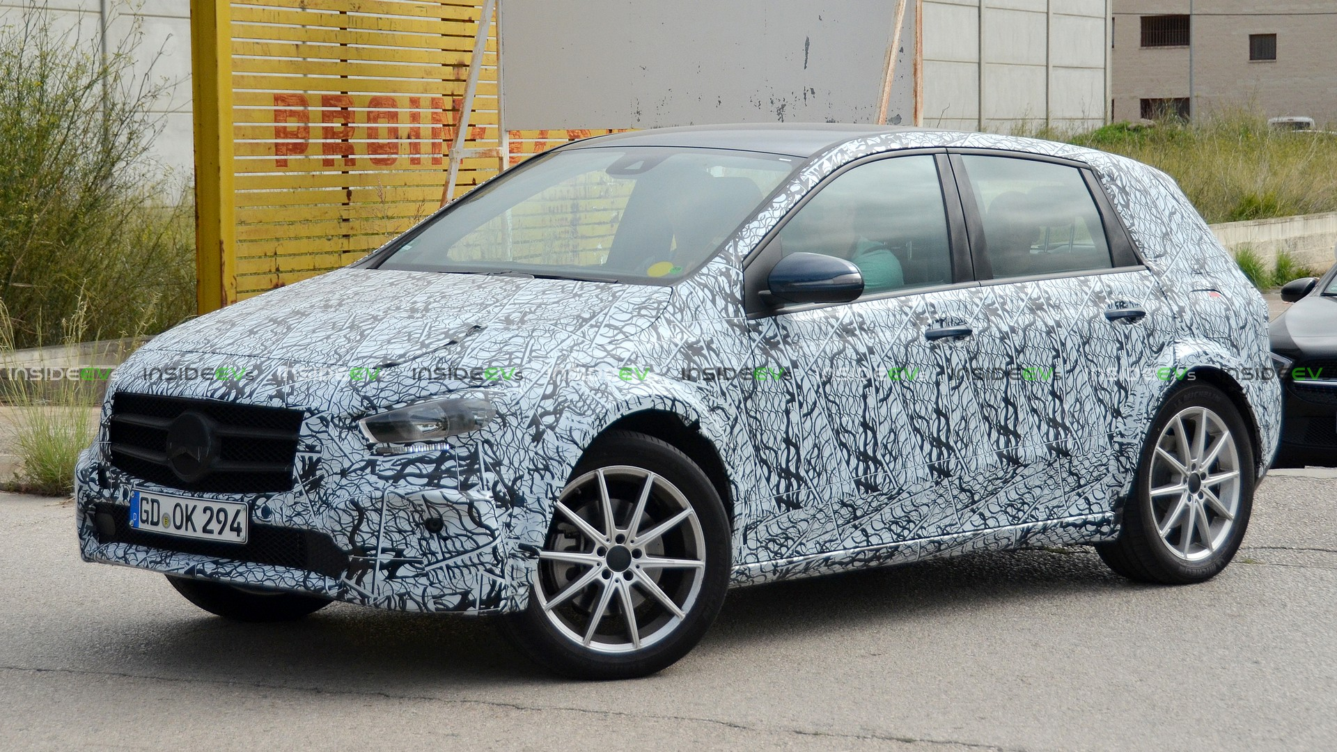 Mercedes-Benz EQB - фото 2