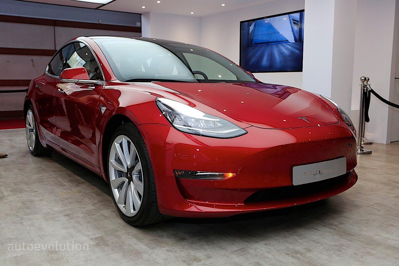 Tesla Model 3 на Парижском автосалоне