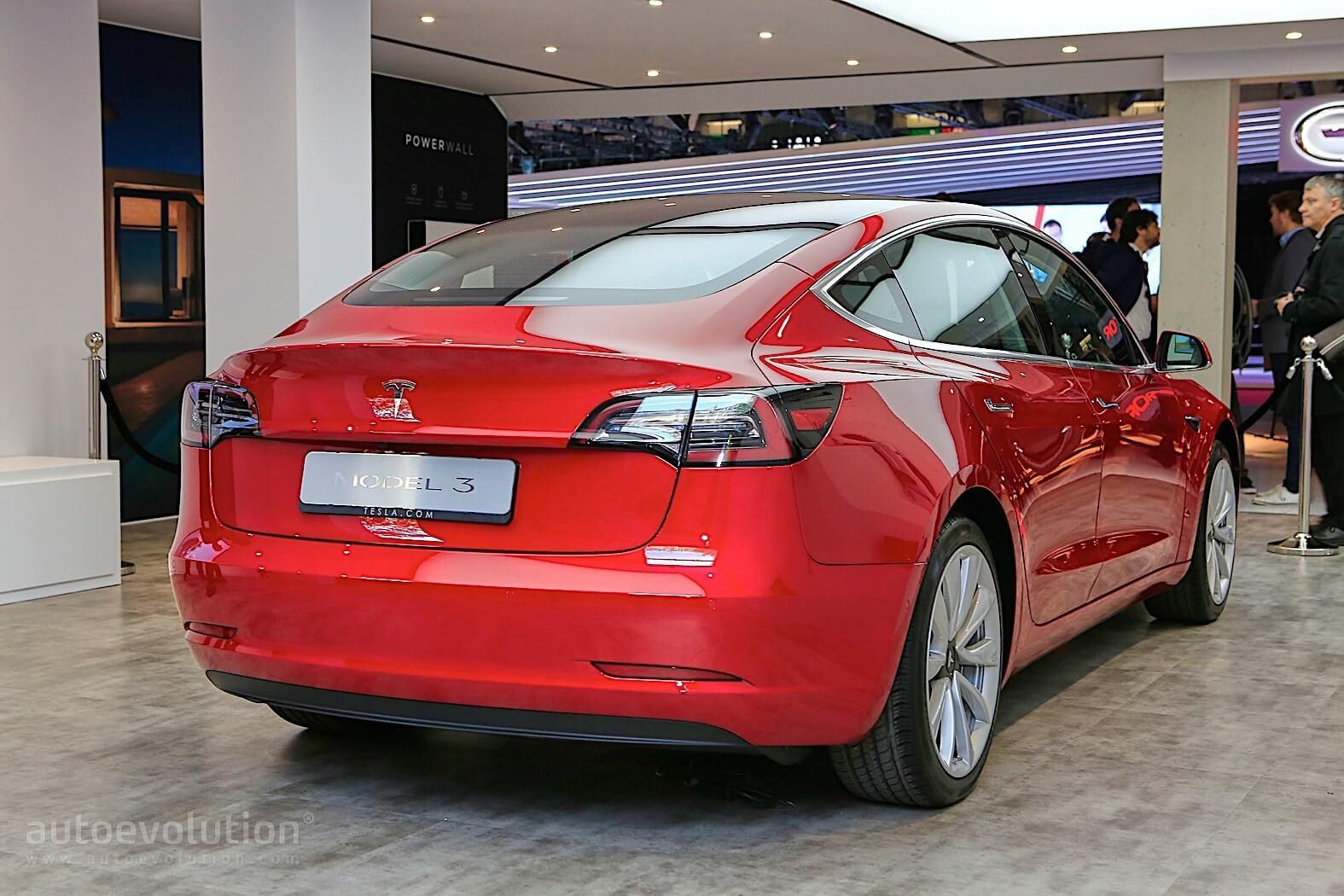 Tesla Model 3 на Парижском автосалоне - фото 2