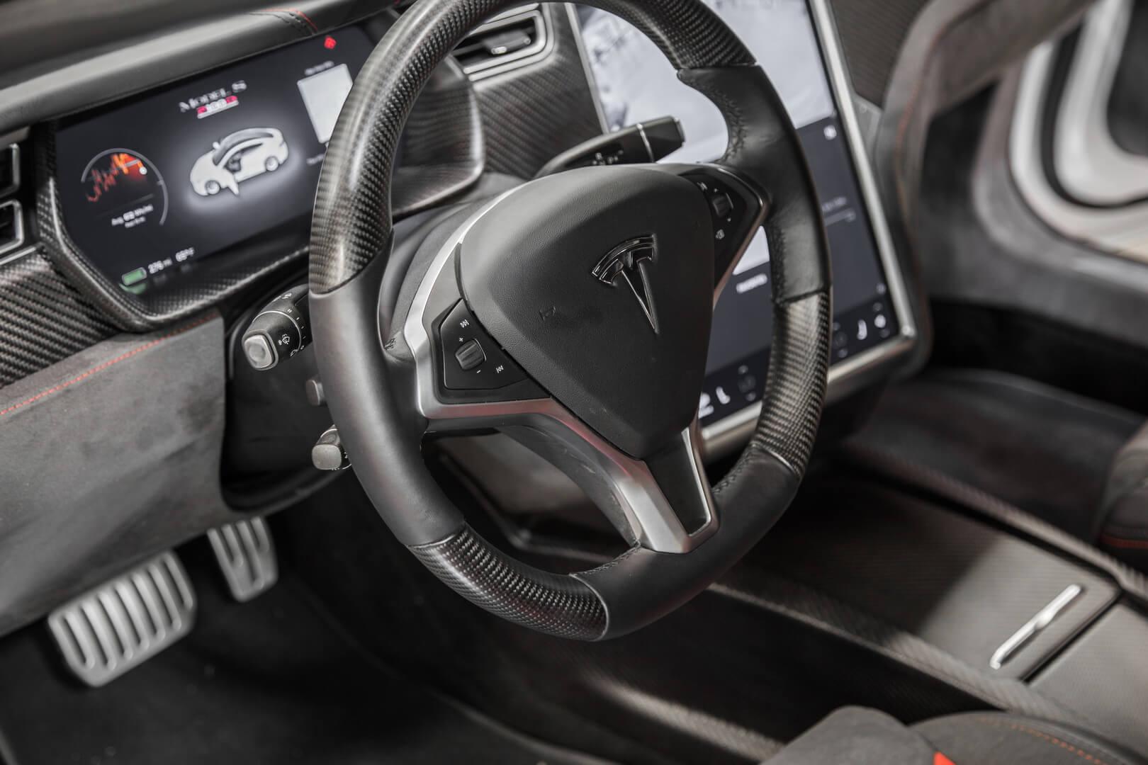 Приборная панель Tesla Model SP100D