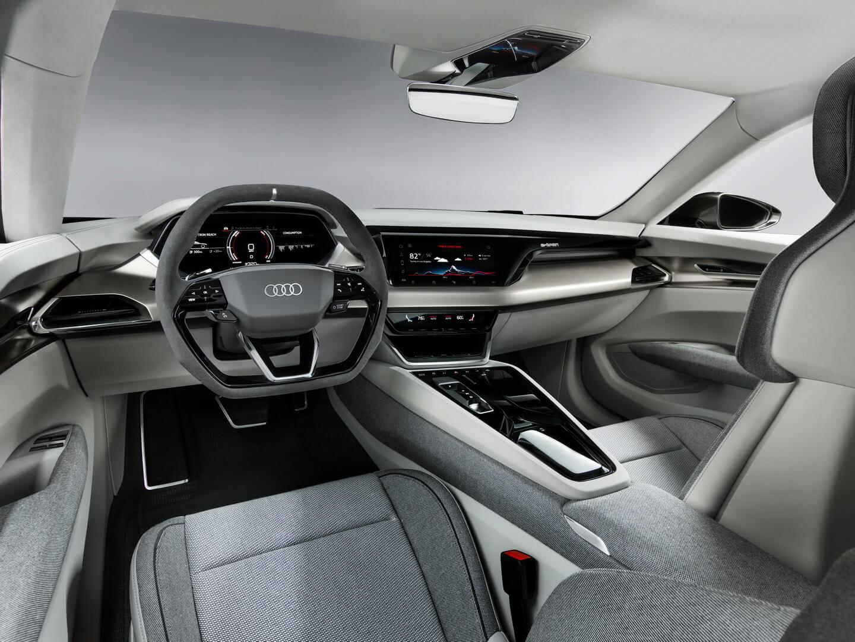 Приборная панель Audi e-tron GT