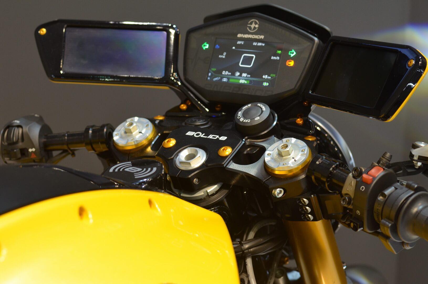 Например к электрическому мотоциклу Bolid-E можно подключить смарт-часы Samsung