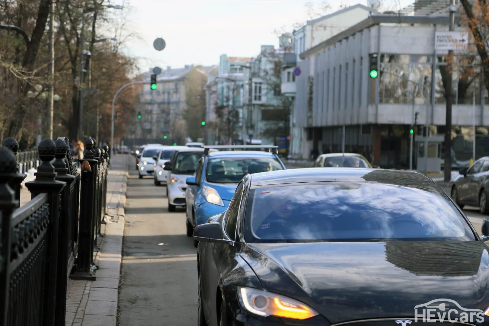 Сбор электромобилистов возле Верховной Рады Украины