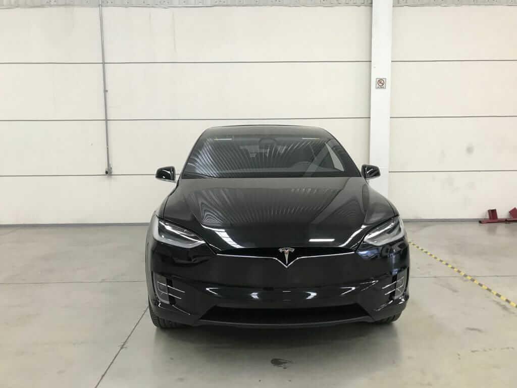 Бронированная Tesla Model X