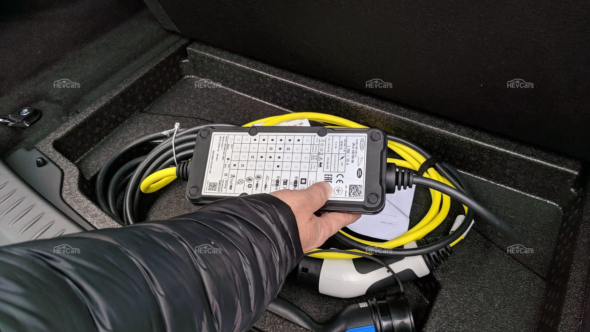 Зарядное устройство Jaguar I-Pace, которое идет в комплекте