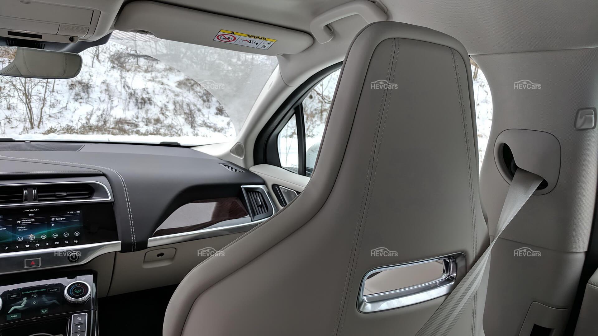 Интерьер электрокроссовера Jaguar I-Pace - фото 5