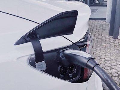 Разъем для зарядки CCS Combo Type 2 европейской версии Tesla Model 3