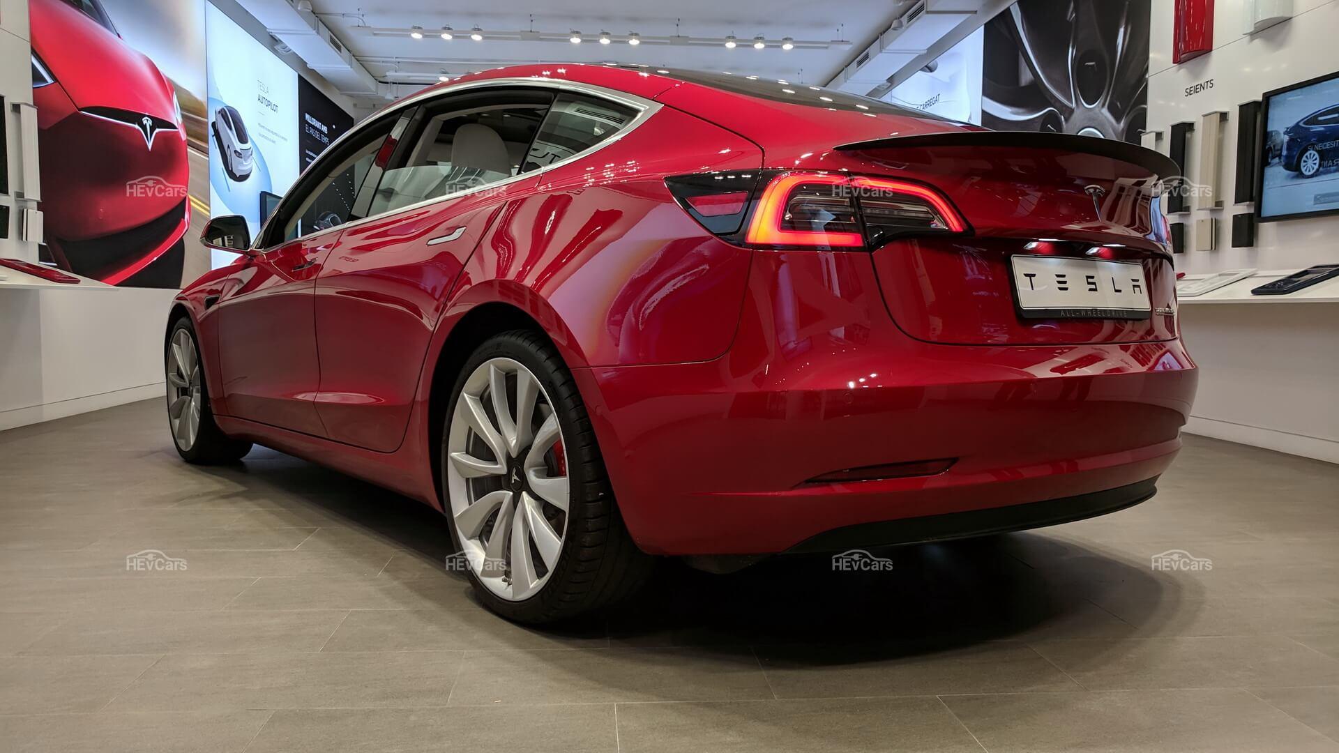 Tesla Model 3самый продаваемым автомобиль класса люкс вСША