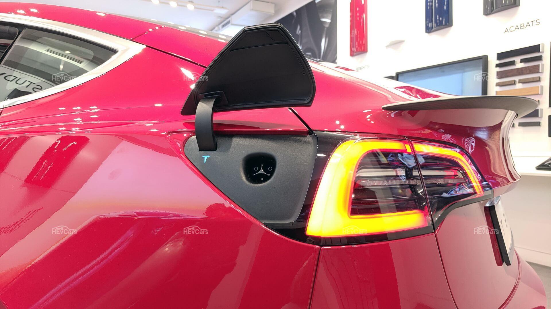 Порт зарядки электромобиля Tesla Model 3